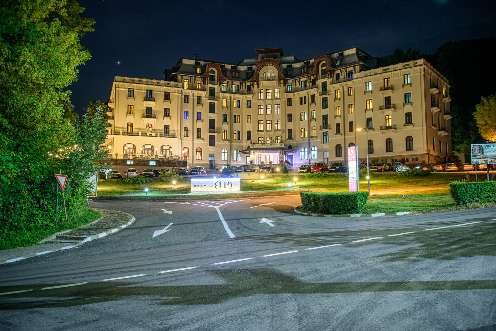 hotel palace - baile govora - at night